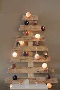 Manualidades-para-Navidad-árboles-de-Navidad-originales-con-palets-5